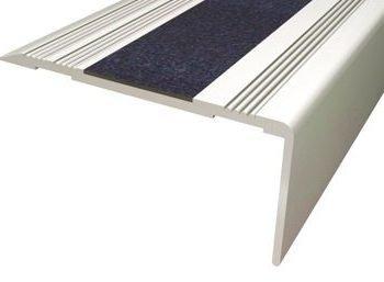 Remate escalones. Cantonera peldaño aluminio antideslizante.